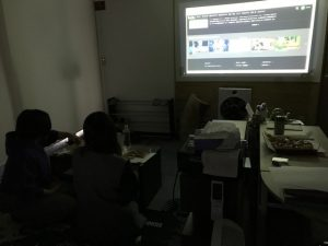 映画鑑賞 事務所